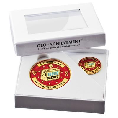 10000 Finds Geocoin + Pin + Box - 2