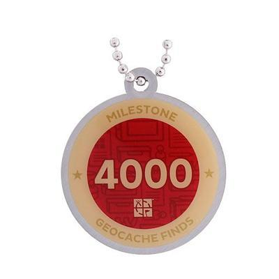 4.000 Finds Milestone Geocoin and Tag Set - 2